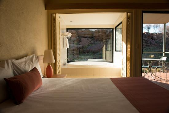 Kings Canyon Resort Spa Deluxe room