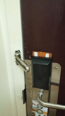 Quality Inn Havelock: Safety latch on door with nothing to catch it. If you install new room locks, adjust the safety