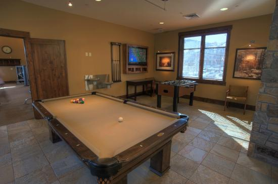Great Bear Lodge - Tahoe Mountain Lodging: Game room at The Village Swim & Fitness Center
