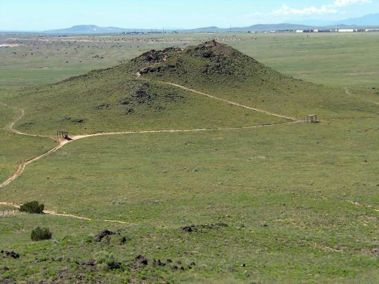 Volcano Park: Trail past JR Volcano up to Black Volcano