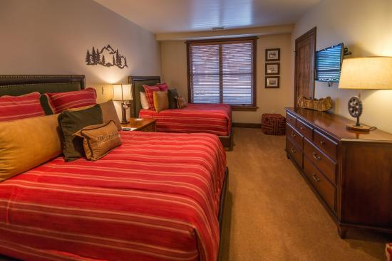 Great Bear Lodge - Tahoe Mountain Lodging: Guest bedroom at Great Bear Lodge