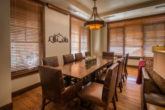 Great Bear Lodge - Tahoe Mountain Lodging: Dining area at Great Bear Lodge