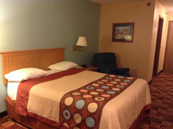 Super 8 by Wyndham Shipshewana : Double bed