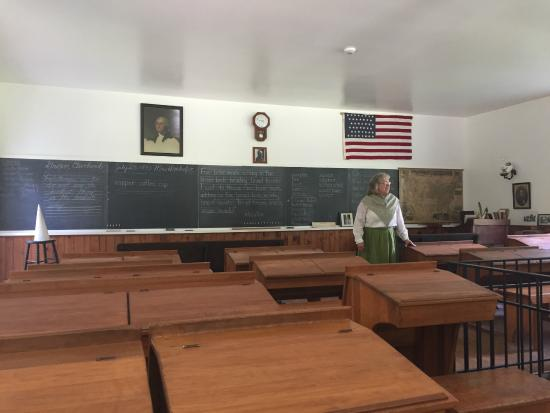 Quiet Valley Living Historical Farm: The school house