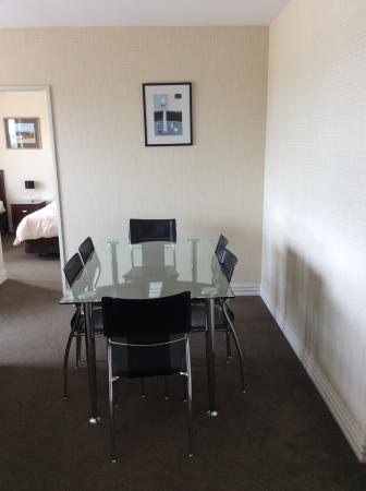 West Fitzroy Apartments: Dining Table