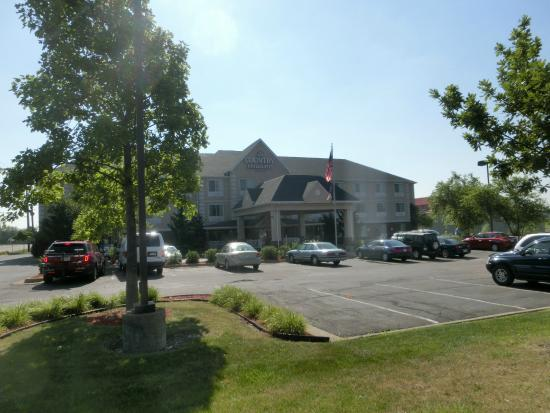 Country Inn & Suites By Carlson, Marion : View from the Street Entrance