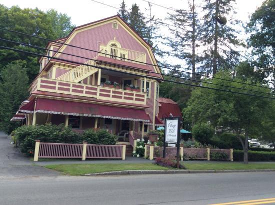 The Village Inn of Woodstock: So charming!