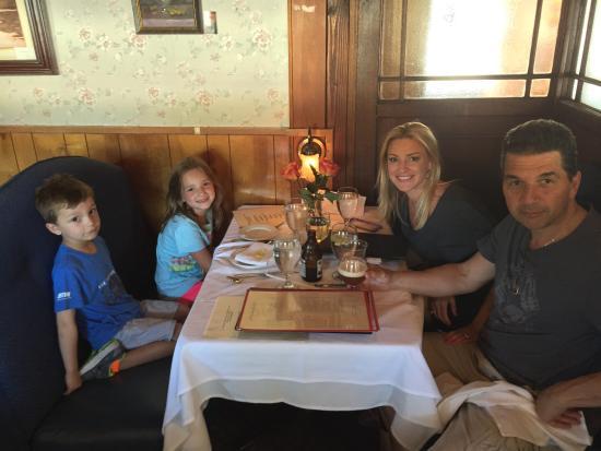 L'Hirondelle Restaurant: We love it!!!