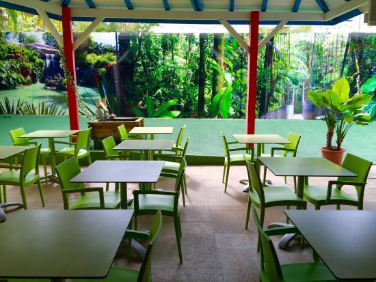 KARAIBES HOTEL : Terrasse Tropicale du Petit déjeuner