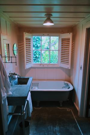 Manka's Inverness Lodge: bathroom in room 7 in annex