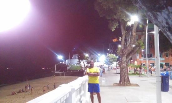 Grande Hotel Da Barra: Calçadão em frente  ao Hotel da Barra