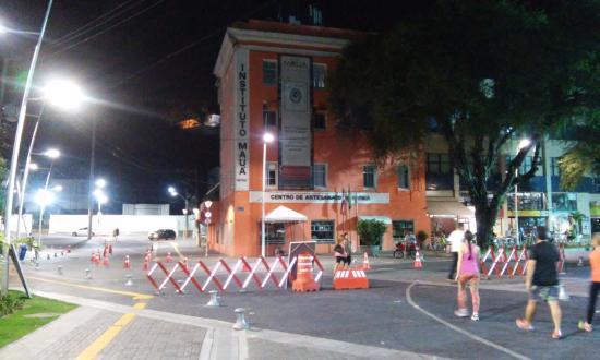 Grande Hotel Da Barra: Calçadão em Frente ao Hotel da Barra e ao Museu