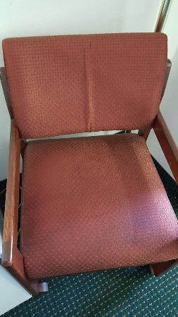 Econo Lodge Newport: Room 302 Seems like these chairs should get a deep clean or maybe just replaced. They were prett