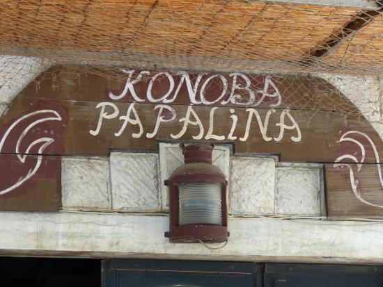 Konoba Papalina: signage