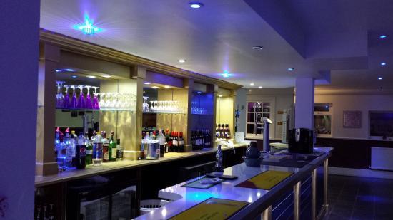 Kaz's Restaurant & Lounge