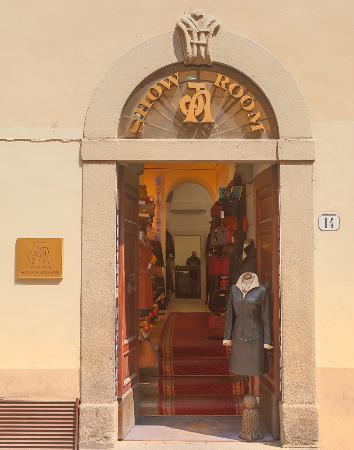 AJ Leather Factory: Showroom entrance
