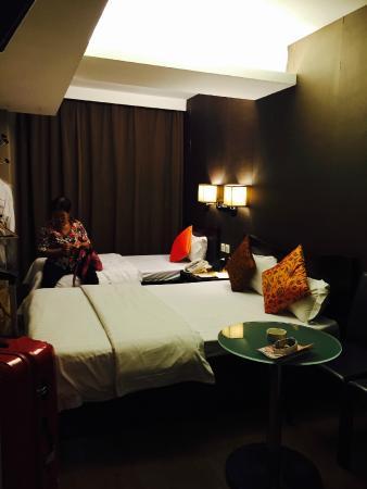 Sunny Day Hotel (Tsim Sha Tsui): room for 3