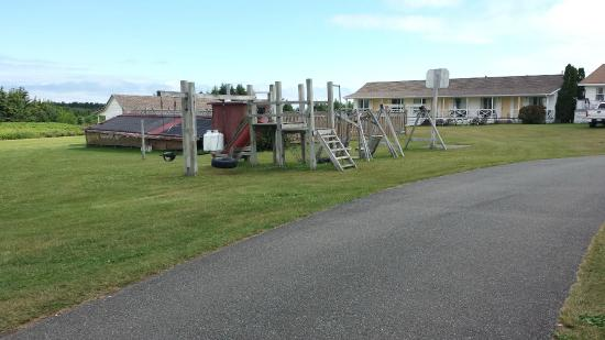 Resort at Cavendish Corner: Old playground needs to be replaced