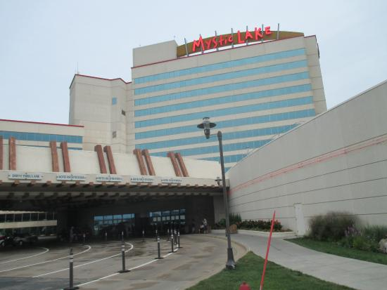 Mystic Lake Casino Hotel: Always use the Valet Parking