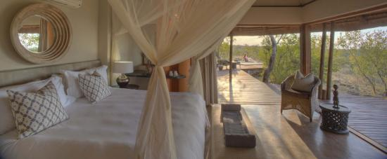 Rhulani Safari Lodge: Private chalet with private deck und plunge pool