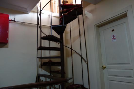 Meddusa Hotel: Лестница в столовую