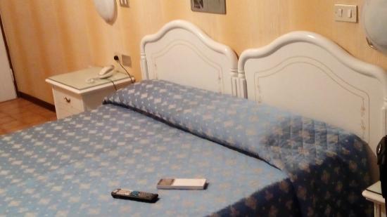 Hotel Victoria : bed
