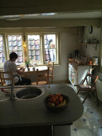 Amsterdam Central Bed and Breakfast: Breakfast area