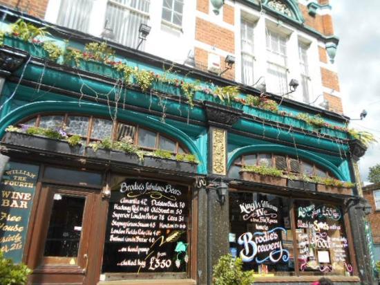 King William IV Hotel & Bar: ホテル外観