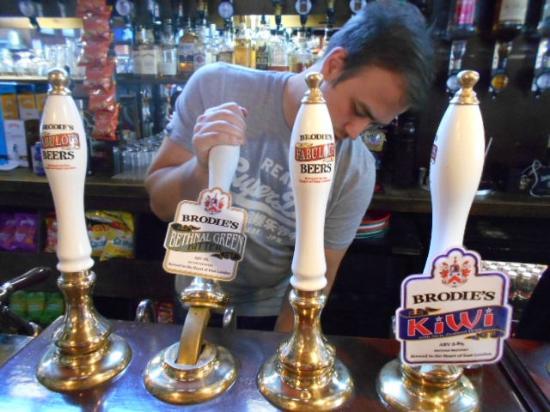 King William IV Hotel & Bar: クラフトビール