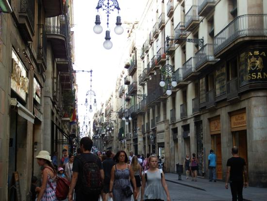 Farolas de la ciudad antigua - Picture of Ciutat Vella ...