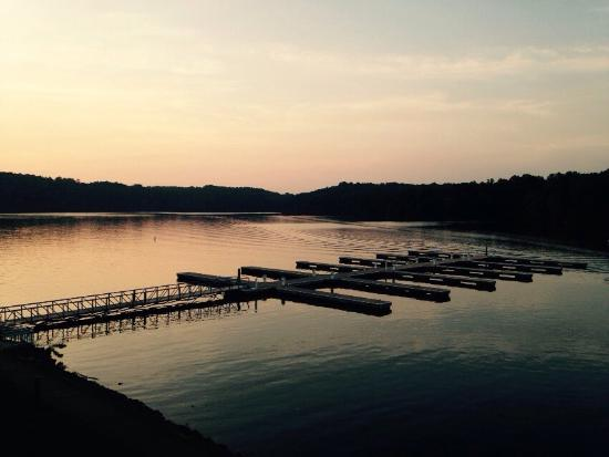 Rogersville, AL: Evening time view from our room and from the pier on Lake Wheeler.