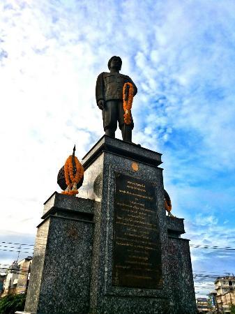 Krom Luang Prachaksinlapakhom Monument