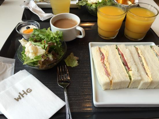 Hotel Gracery Shinjuku: Only decent breakfast was served in 8th floor. However, it only gave you enough energy to walk t