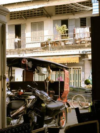 The White Rabbit: vue du quartier depuis l'entrée de l'hôtel