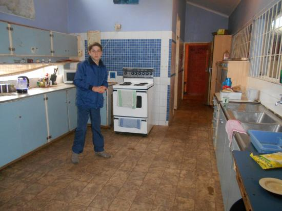 Gecko Backpackers: Fully fitted kitchen