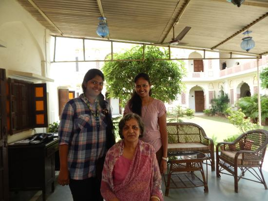 Hotel Chirmi Palace: With the owner