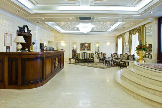 Hotel Mozart: Reception