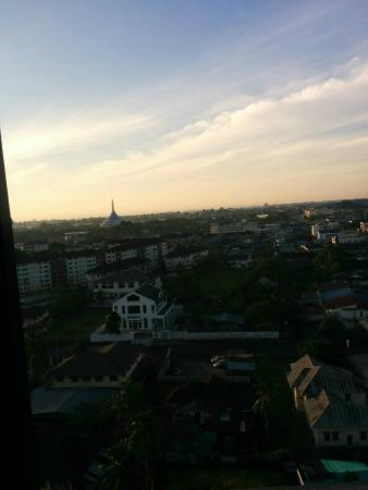 Hotel Grand Continental Kuching: morning view out window
