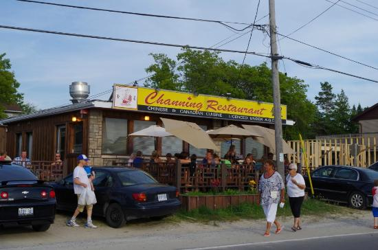 Channing's: Right on the beach!