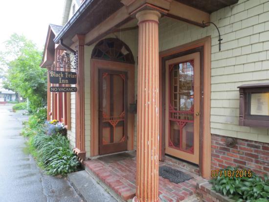 Black Friar Pub: entrance
