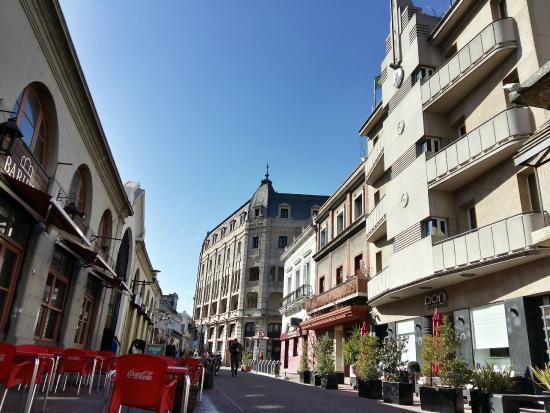 Fachada do Don Boutique Hotel Montevidéu e bairro