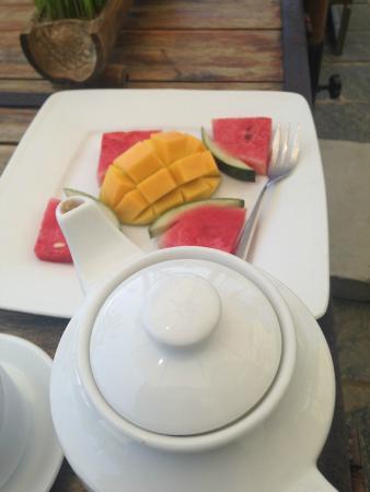 Hoi An Yoga: Tea and fruit after class.