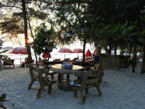 Banana Beach Bungalow & Restaurant : zone de restauration