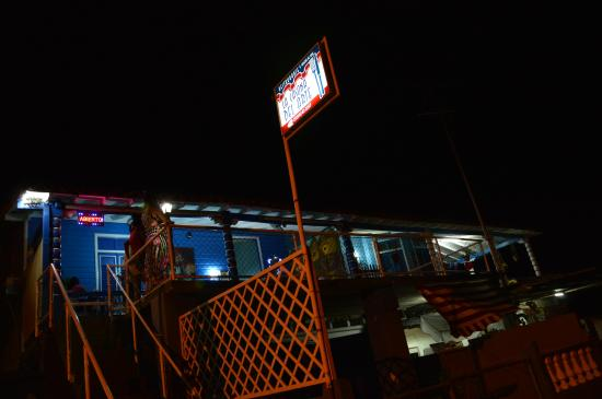 la casona del Arte: streetview at night