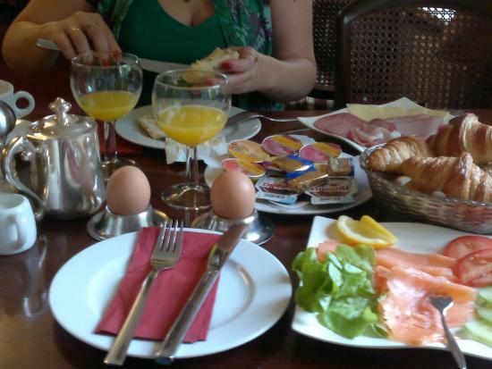 Hotel Beek: Завтрак в отеле