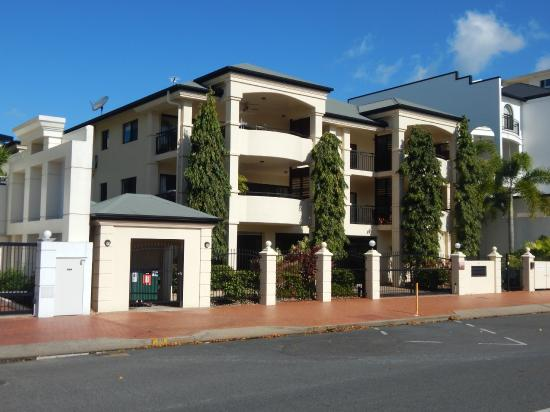 Cairns City Apartments: Exterior on Spence St.