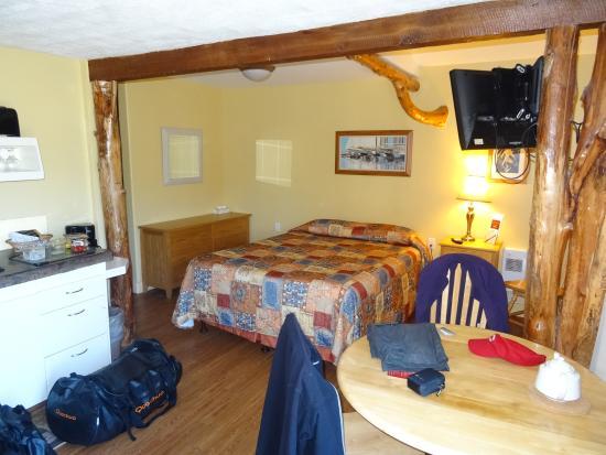West Coast Motel on the Harbour: Cottage Intérieur 2
