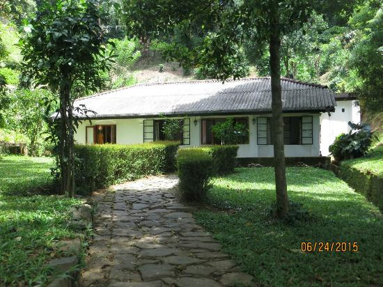 Kandy Cottage: What a peaceful and calming front entrance!
