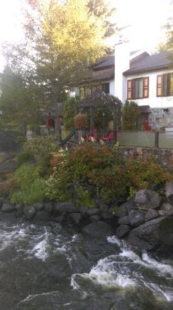La Maison de Baviere : View of inn from bridge over river