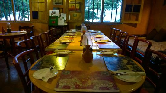 Elita Restaurant : long table inside